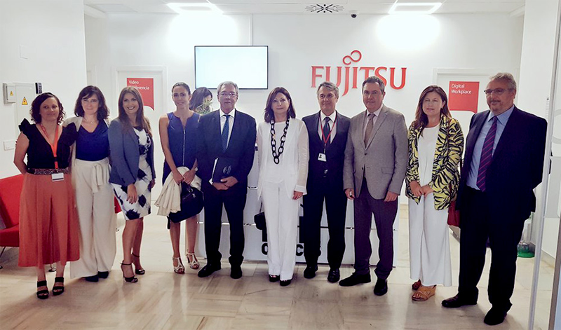 El consejero de Economía con el alcalde de Sevilla y los responsables de Fujitsu en la inauguración de la nueva sede.