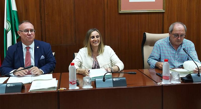 Comparecencia de la consejera de Fomento, Infraestructuras y Ordenación del Territorio de la Junta de Andalucía, Marifrán Carazo, en la comisión parlamentaria en la que anunció que la nueva ley para incluir criterios de sostenibilidad al sistema de transportes en la región.