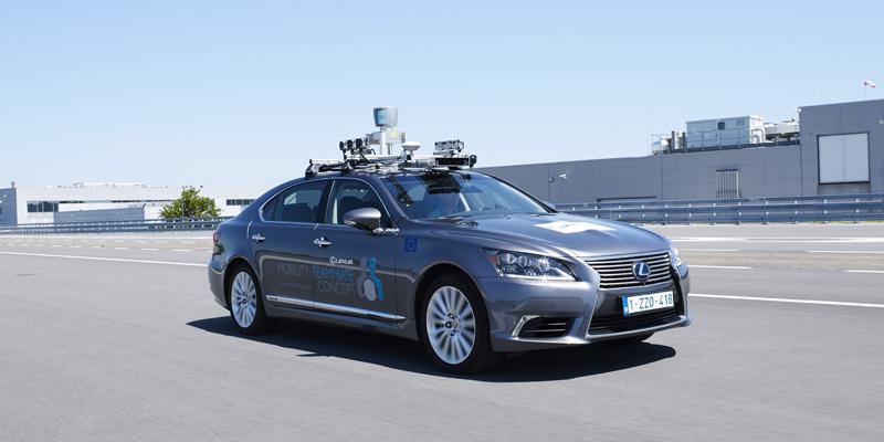 El vehículo automatizado es un modelo Lexus LS y hará un recorrido fijo por las calles de Bruselas durante los próximos 13 meses.