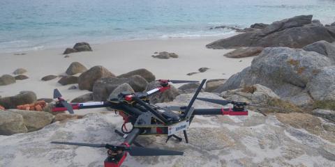 Drones y un software especializado para luchar contra la plastificación de las playas en las islas Cíes