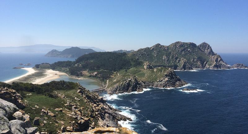 """Las pruebas de campo del proyecto """"LitterDrone"""" se han desarrollado en las islas Cíes, una zona de gran valor ecológico."""