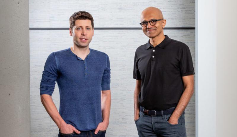 Sam Altman, CEO de OpenAI (Izda.) y Satya Nadella, CEO de Microsoft.
