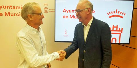 Murcia permitirá el acceso gratuito de coches cero emisiones a los aparcamientos públicos durante una hora