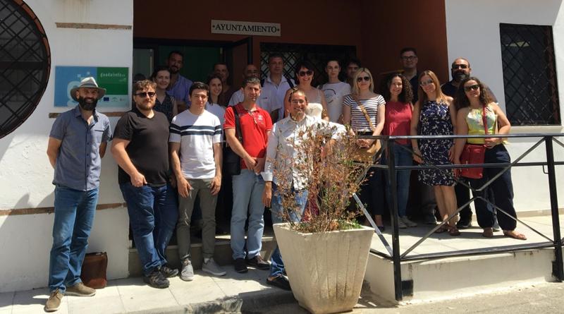 """Foto de familia de los 10 representantes de los socios del proyecto europeo """"Esmartcity"""" del que forma parte la Diputación de Granada, que visitaron las localidades de Huétor Tájar y Agrón."""
