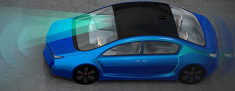 Imagen de vectores de un coche de conducción autónoma (sin conductor) en circulación