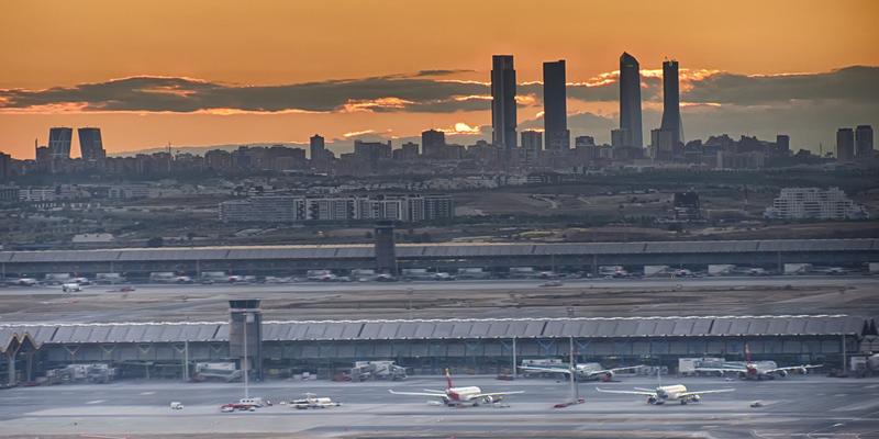 Skyline de Madrid visto desde el aeropuerto.
