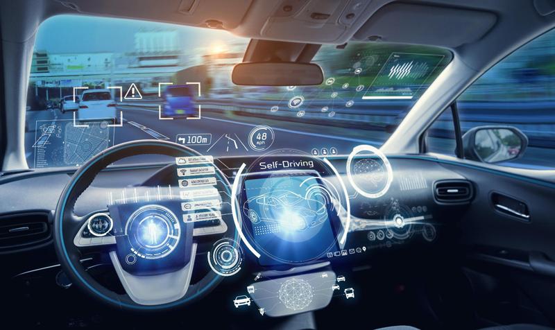 imagen del salpicadero de un vehículo de conducción autónoma en el que se muestran sus funcionalidades y capacidades.