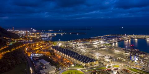 El Puerto de Bilbao gestiona sus 1.300 luminarias LED desde la plataforma Interact City y consume la mitad de energía