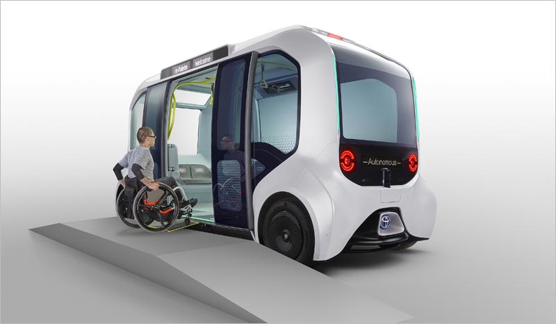 Imagen vectorial de un vehículo eléctrico y autónomo en el que está entrando un joven en silla de ruedas.
