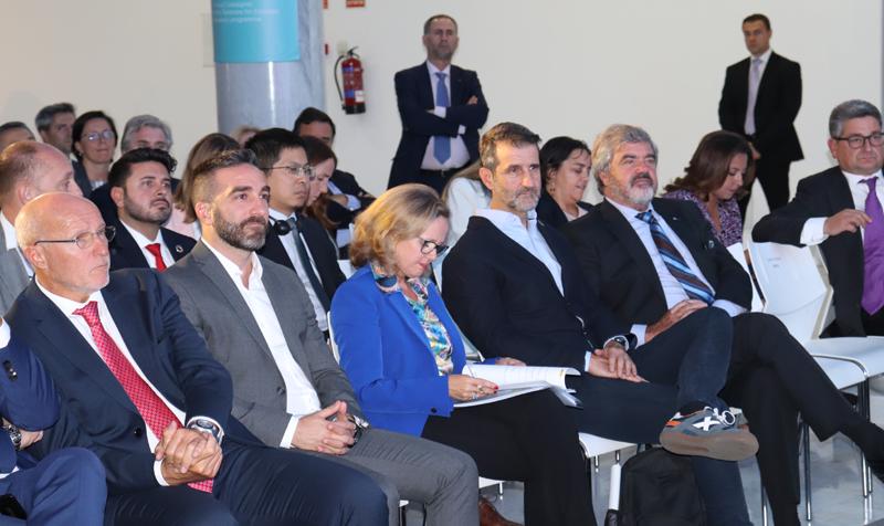Las autoridades, durante el debate sobre inteligencia artificial y gobernanza, en la presentación de la iniciativa DFS, que apuesta por crear un modelo de gobernanza tecnológica global ético.