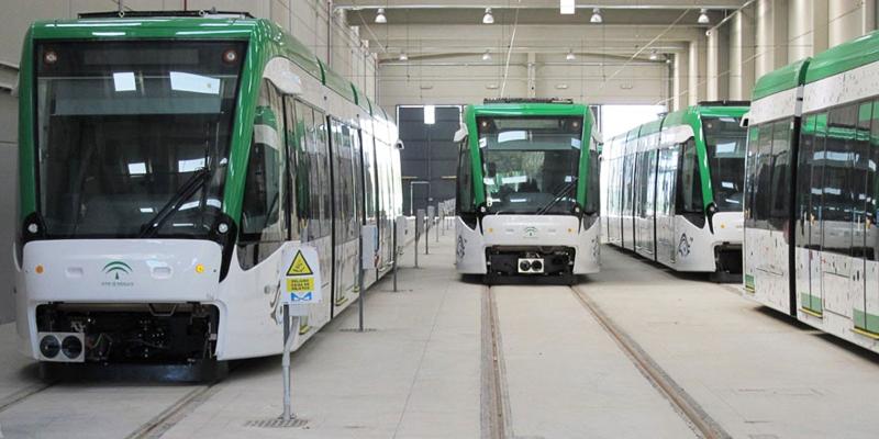 Cocheras de metro con varios convoyes en Andalucía.