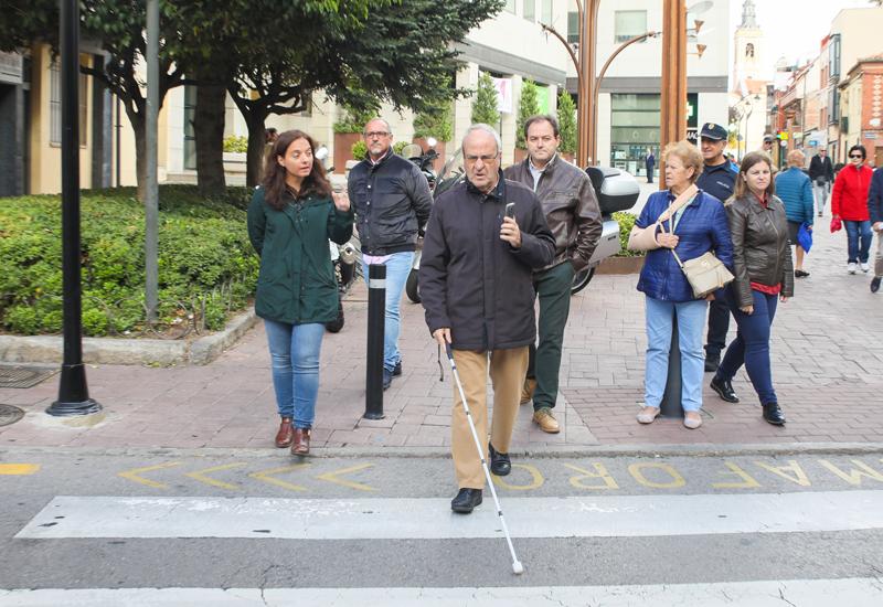 Sistema de avisos en semáforos para personas con discapacidad visual