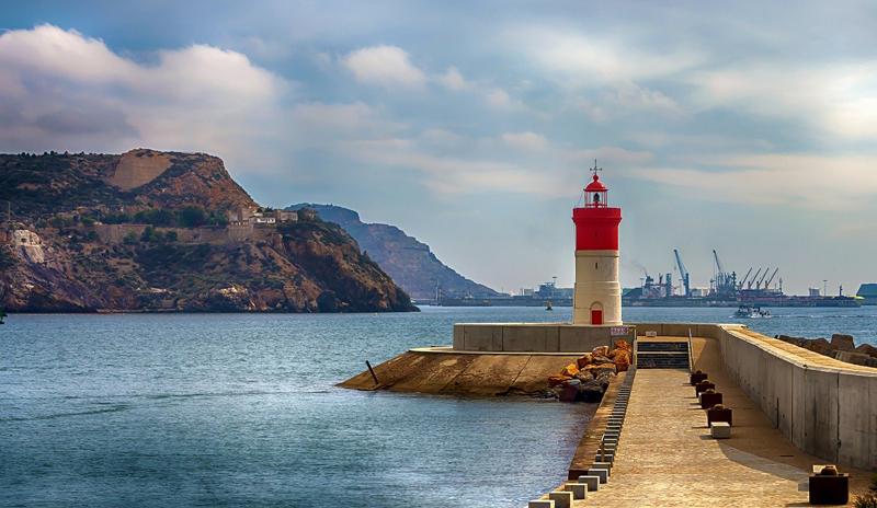 Faro en el Puerto de Cartagena, Murcia