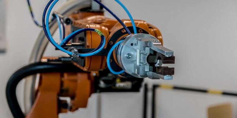 La robótica es la rama de las ingenierías y las ciencias de la computación que se encarga del diseño, construcción, operación, estructura, manufactura y aplicación de los robots.