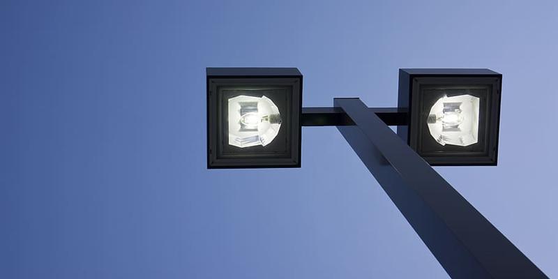 Las luminarias smart street lighting combinan tecnología y eficiencia energética para conseguir ciudades más sostenibles e inteligentes.