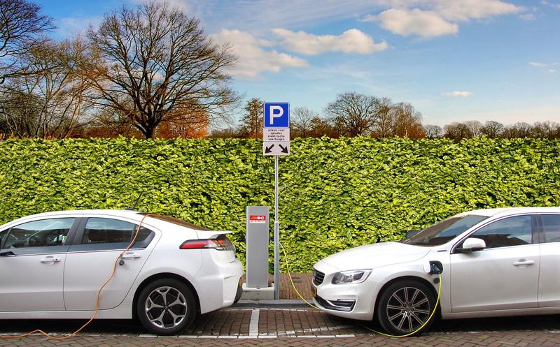 ANFAC, AEDIVE y AELEC se unen para impulsar la movilidad eléctrica