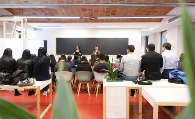 Figura 2. Jornada de trabajo en el Laboratorio del Centro de Innovación Urbana de Barcelona.