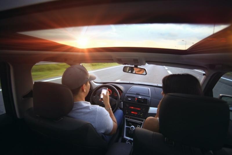 Foto 1. La tecnología 5G, no solo puede trasladar coches de forma segura, también ofrece opciones de infoentretenimiento a los pasajeros.