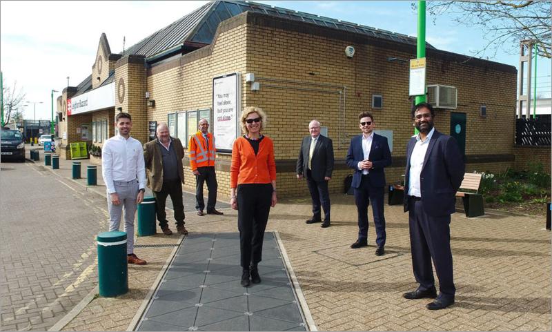Piloto para aprovechar la energía cinética generada por los pasos de los viajeros en una estación de tren de Reino Unido