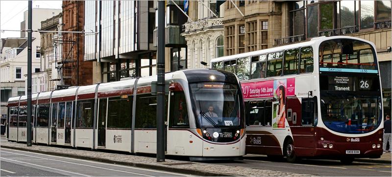 tranvía y autobús en Edimburgo