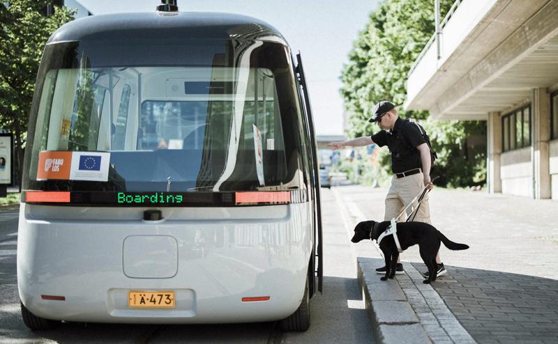 autobús autónomo accesible