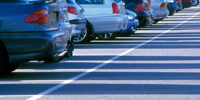 Las soluciones de Genetec ayudan a las ciudades a vigilar y controlar los estacionamientos